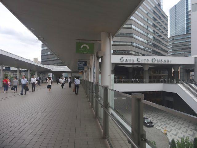 連結大崎站和3樓的斜坡通道