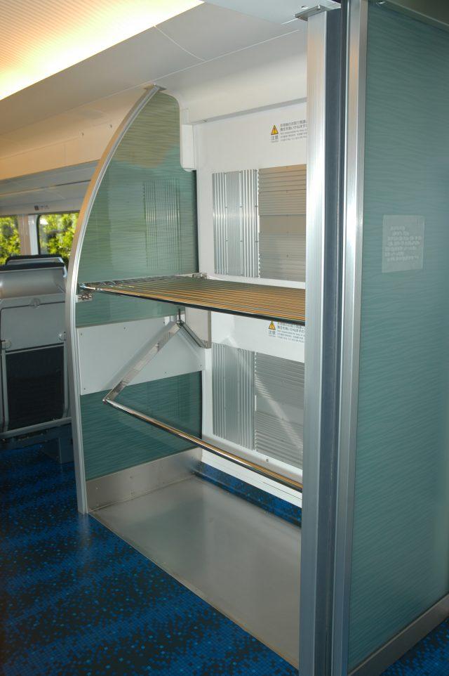 客車空間和連通部間均有大件行李的放置空間,並設置了監視攝影,以提高安全保障。