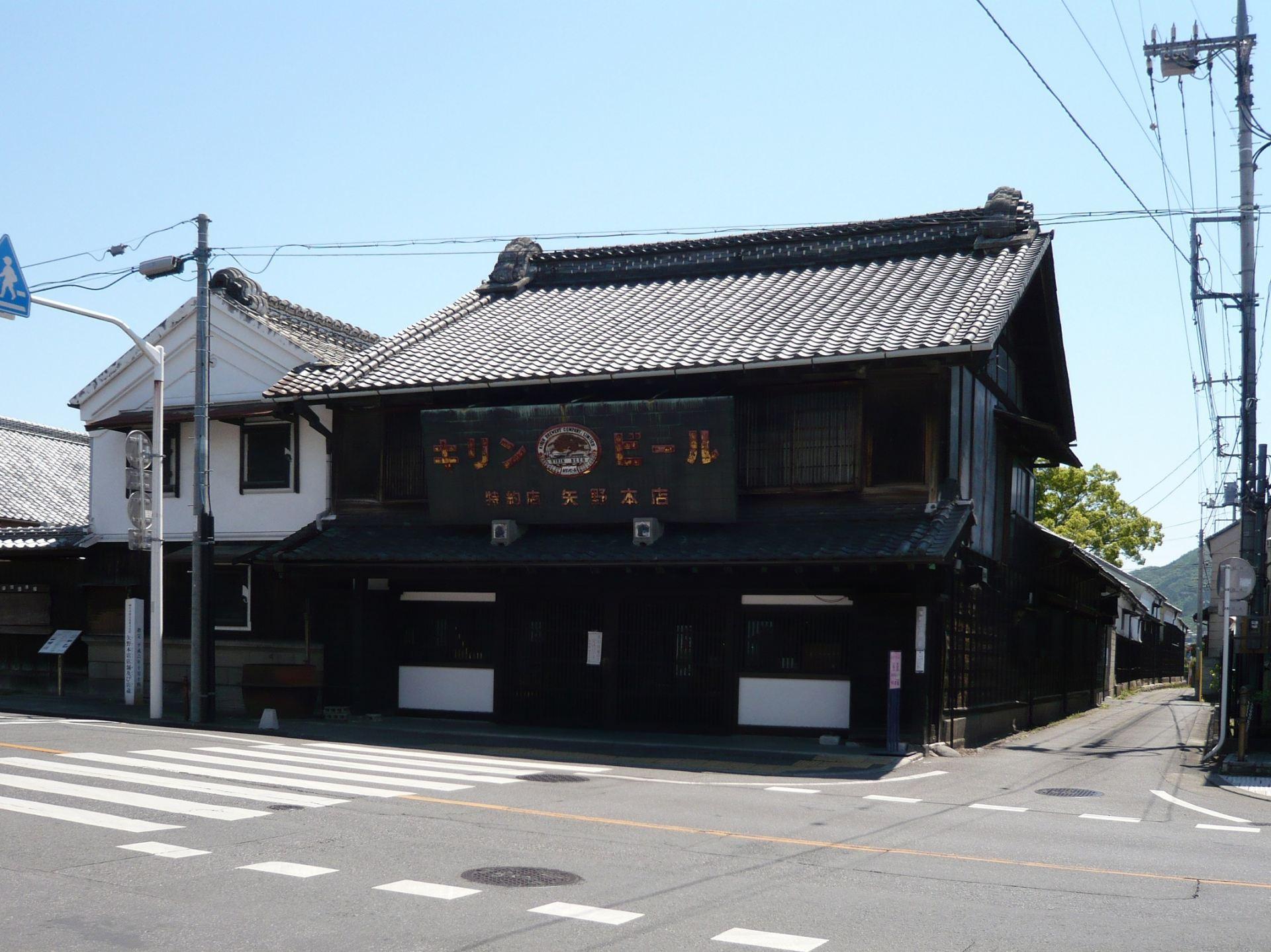 The exterior of Kiryu's Yanoen-kissayuurin, designated as an important cultural property.