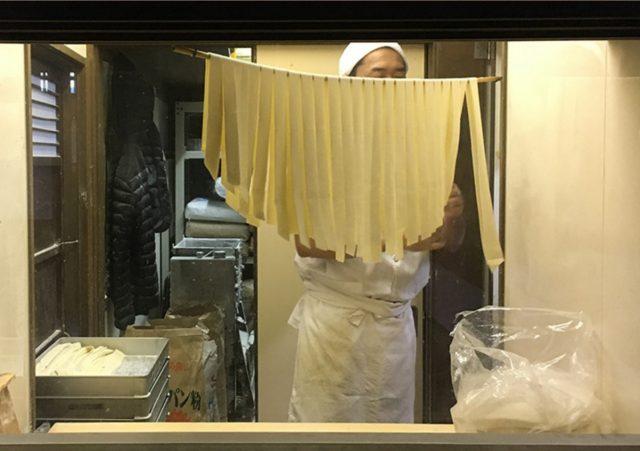 藤屋本店第六代老板的皮带乌龙面作为伴手礼也超有人气