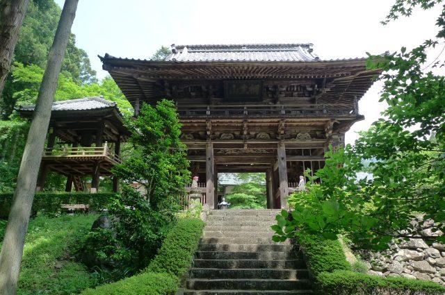 被豐饒的大自然環繞的鳳仙寺聳立在古樹綠蔭之中