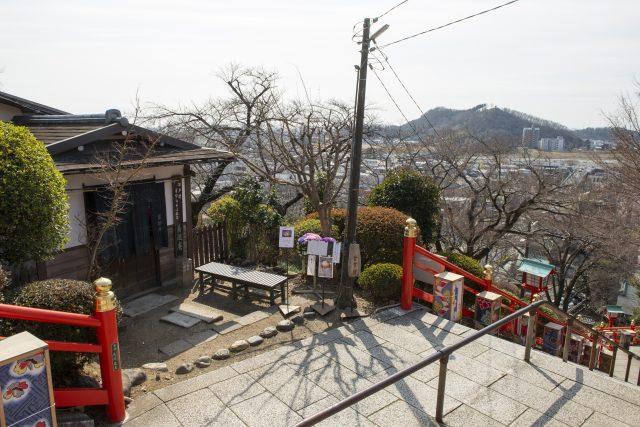 餐廳位在足利織姫神社的山腰之間,可以從這裡一望城鎮街景。