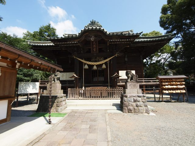 """The front of the main building is inscribed with the characters """"貴龍 (read Kiryu, written with the characters for noble and dragon)"""". This is said to be the origin of the name """"桐生 (also read Kiryu, written with the characters for the paulownia tree and growth)"""