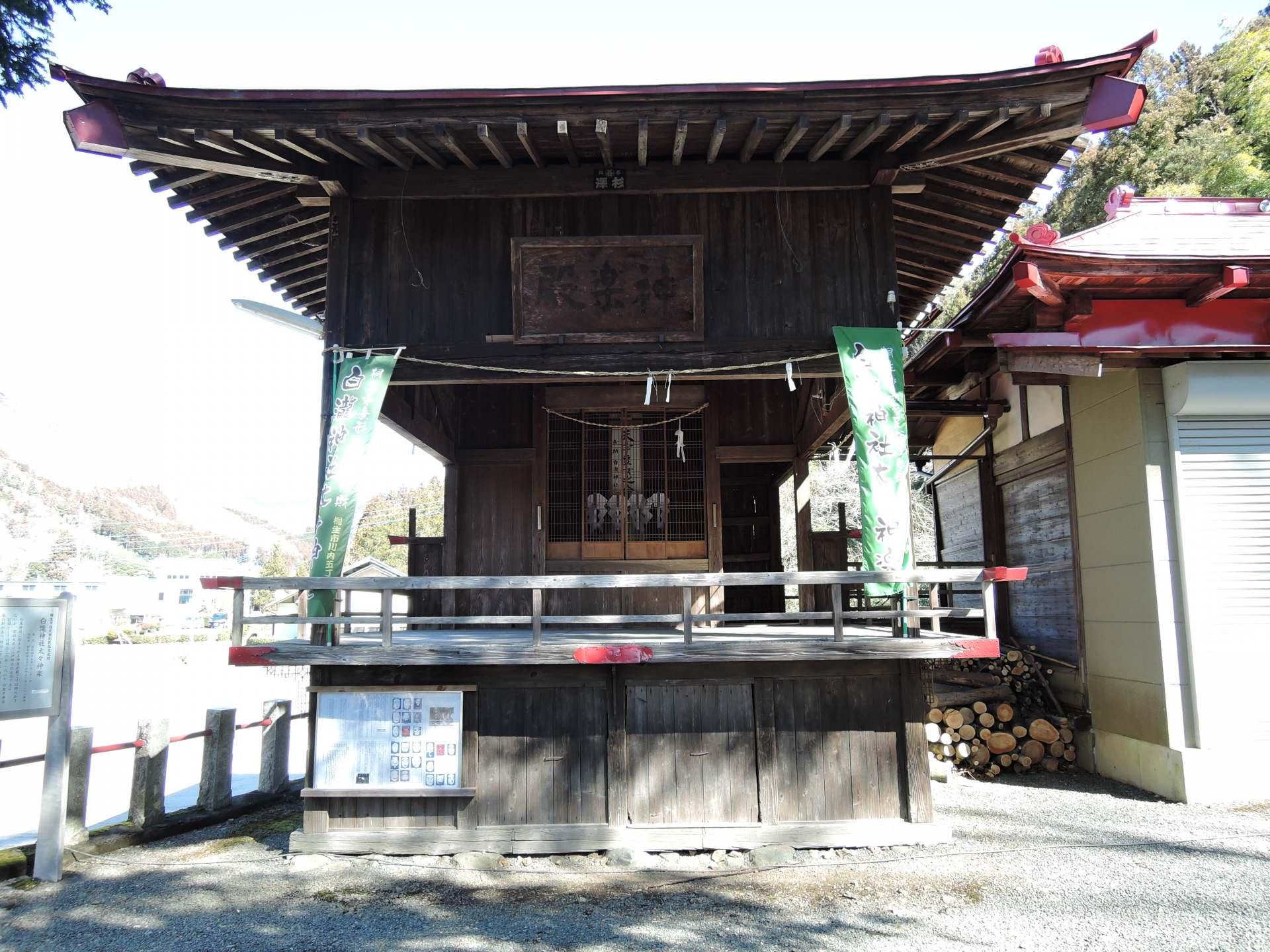 舉行白瀧神社太々神樂祭典的神樂殿