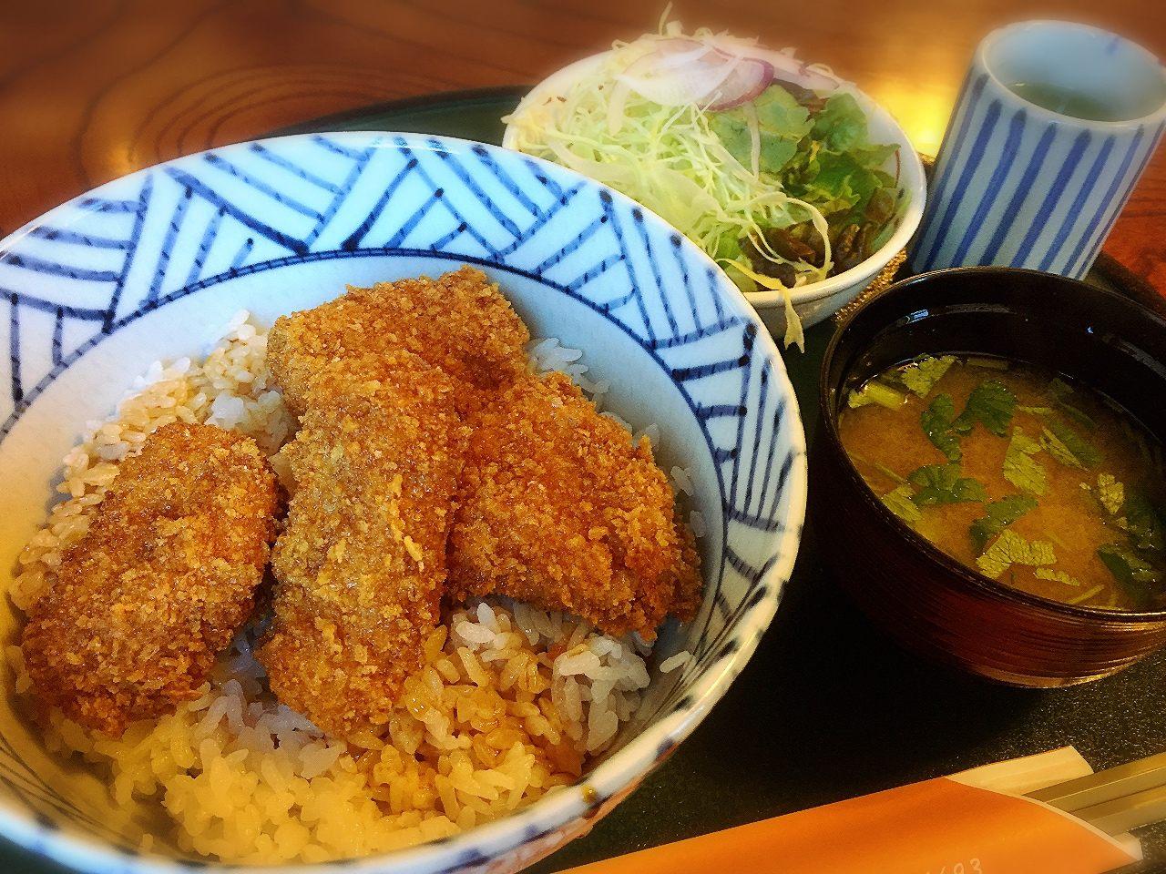 标准黑酱猪排丼套餐(附带4块猪排/味噌汤・沙拉・浅渍)