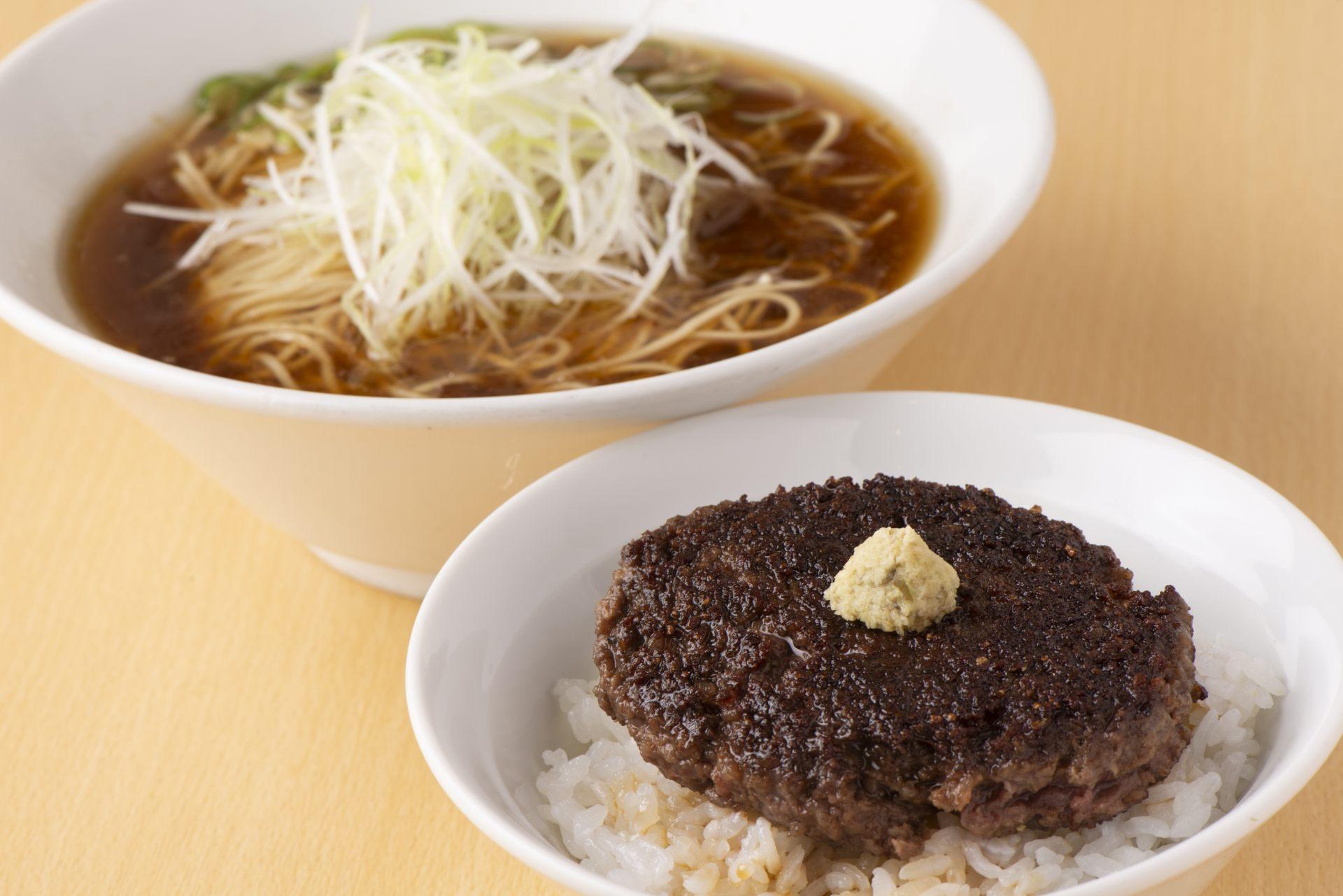 招牌菜是汉堡排和拉面的套餐「歌丸」。