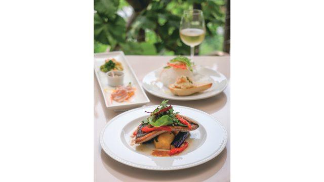 使用當地食材的午餐菜單,與自家製葡萄酒非常對味。