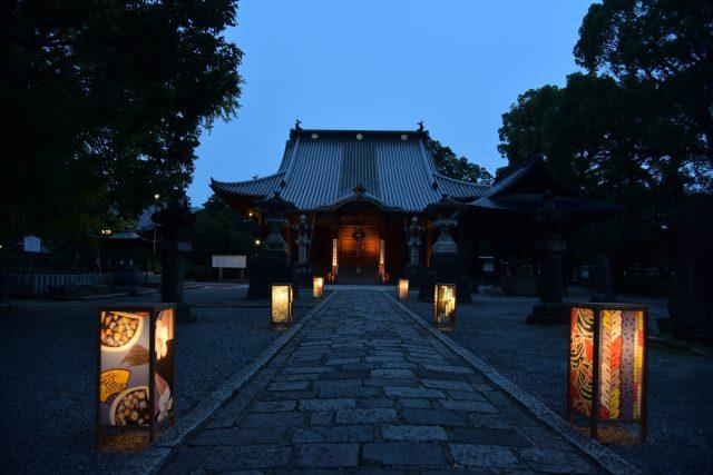 Illumination at the main Bannaji temple (image)