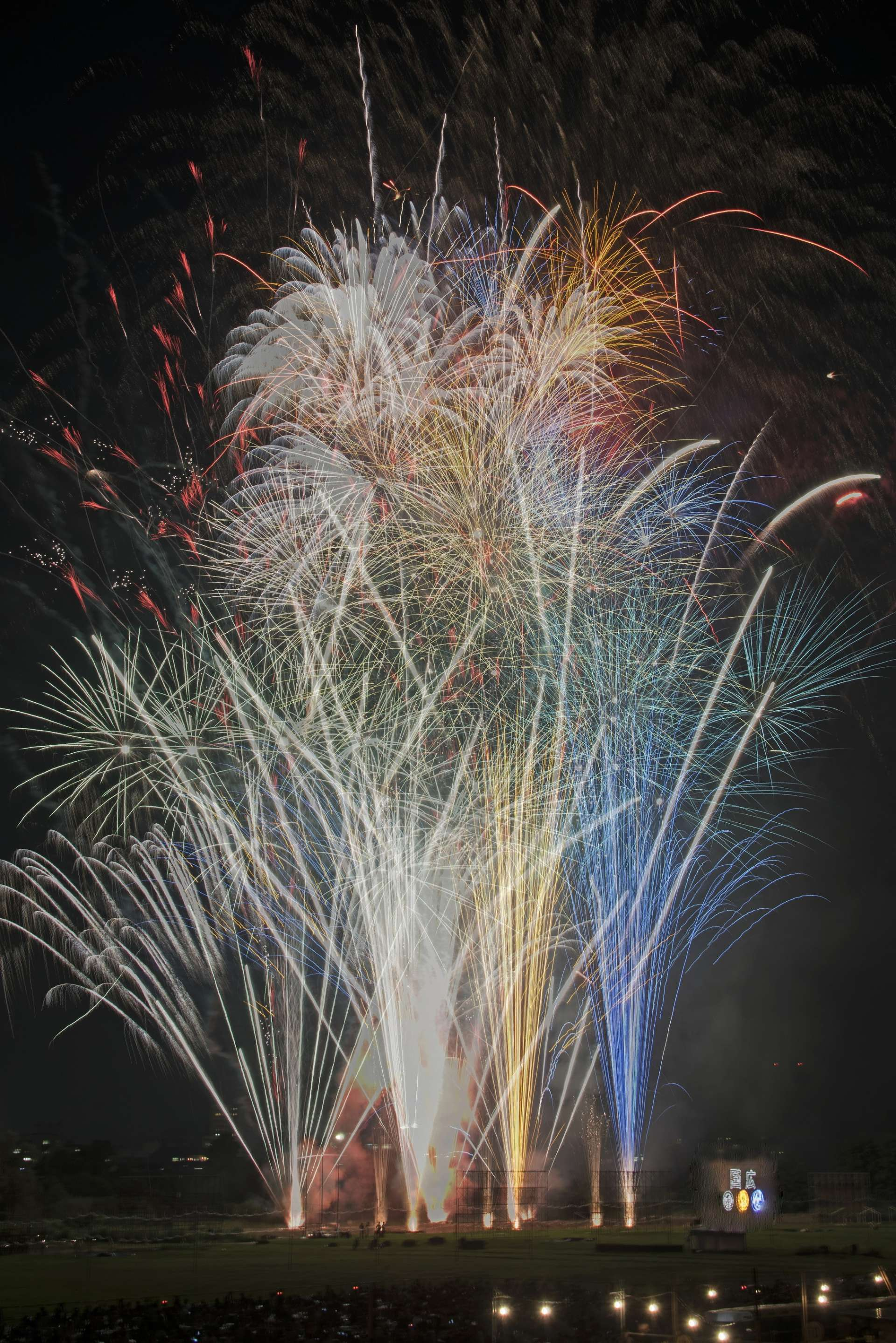 Various elaborate fireworks are launched to the non-stop astonishment of the audience.