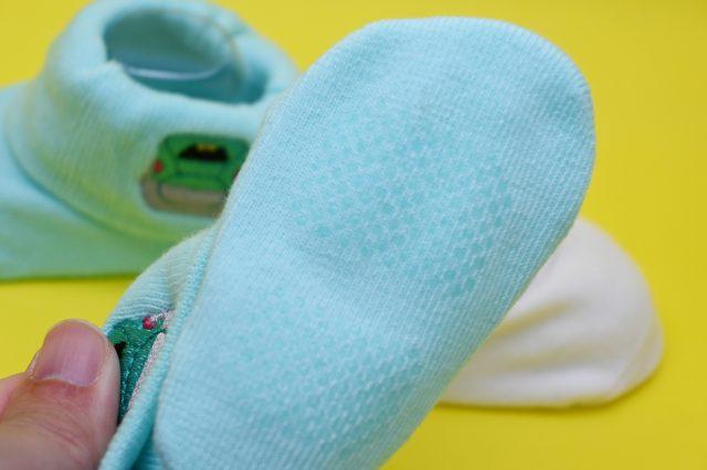 幼兒用襪子底部有防滑加工