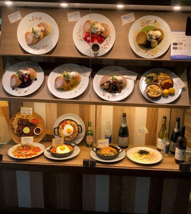 外观陈列在橱窗内的餐点模型