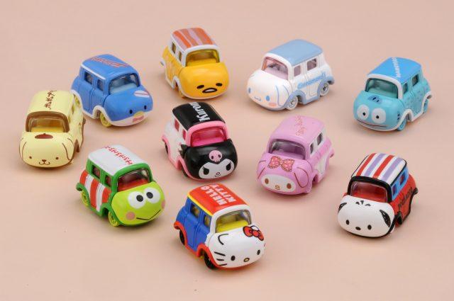 以10種角色為主題的可愛多美小汽車