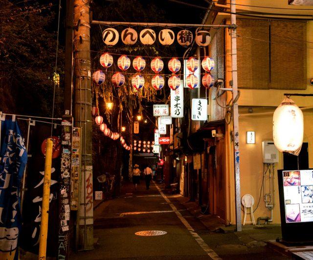 满溢复古情调的Nonbei横丁的灯笼正在迎接客人