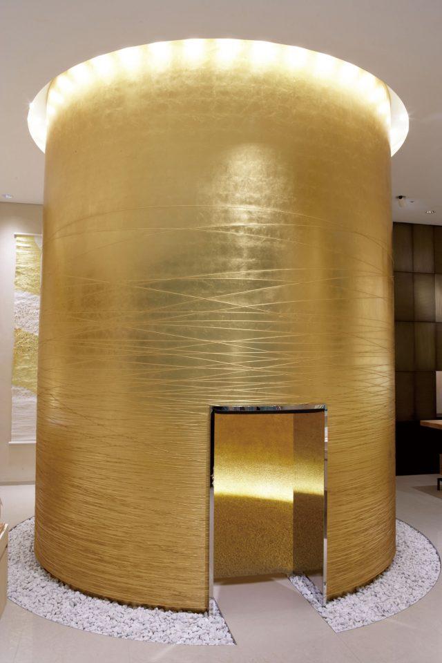 店內的「黃金天空」據說是能提升財運的能量景點
