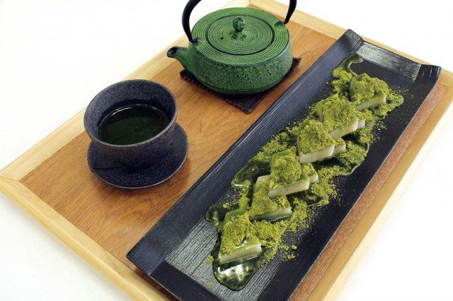 COREDO室町店限定「抹茶葛餅(附茶飲)」