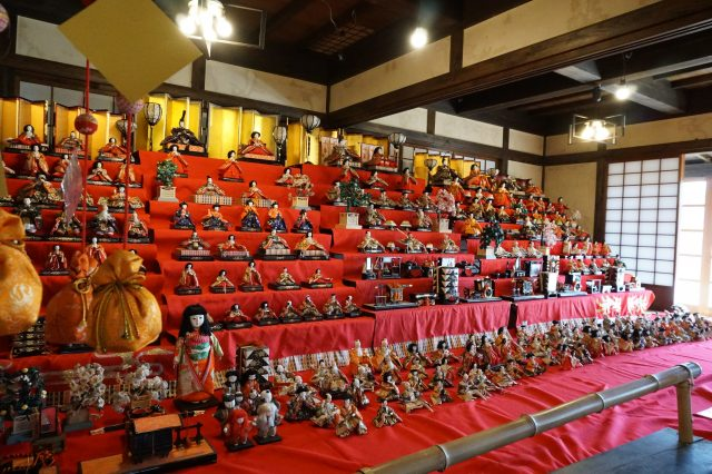 "From late February through early April of each year, hina dolls are put on display at ""Kutsurogi-ya."""