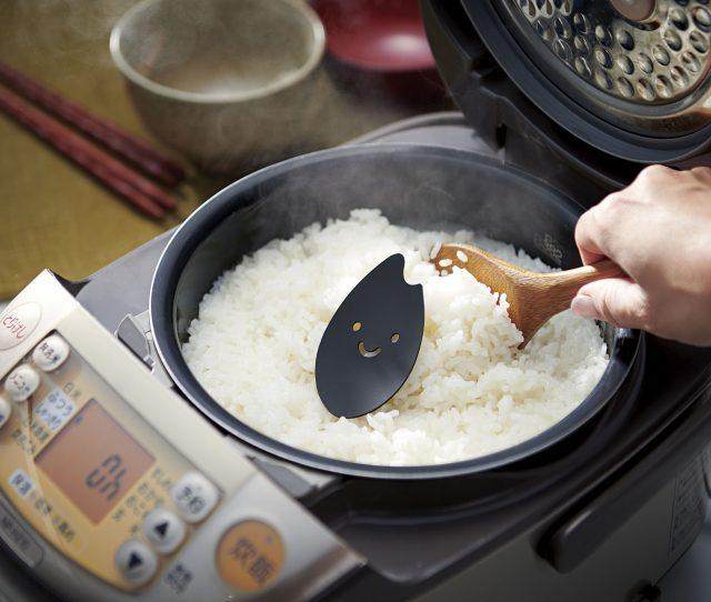 只需放进电锅里跟白饭一起煮即可
