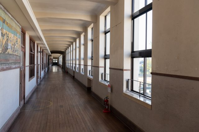 The school's characteristic spacious hallways: 100 meters on the first floor, 88 meters on the second floor, and 3-meter wide. Even the hallways had hot water heating!