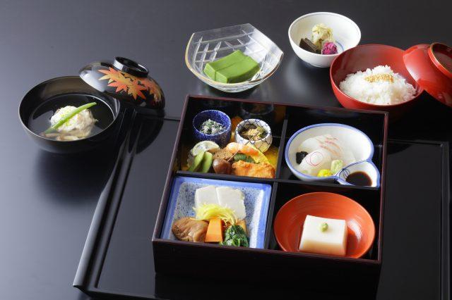 The Shōkadō Bentō lets you enjoy the aesthetic beauty and taste of kaiseki cuisine.