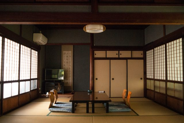 An exquisite Japanese-style room with a tokonoma alcove is perfect for relaxing.