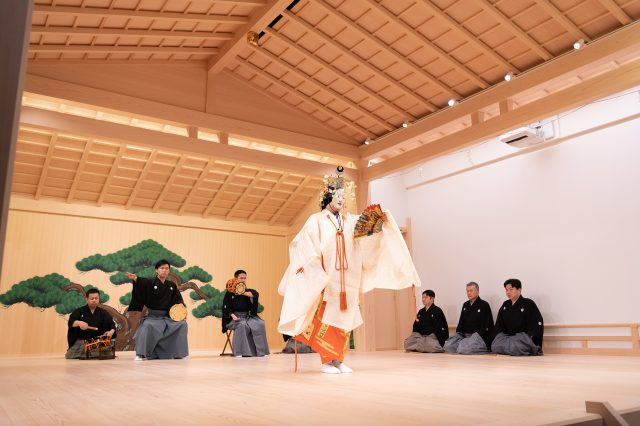 "Watch a part of the play ""Hagoromo"", played in the same way as an actual main performance."