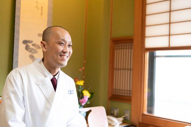 Soichiro Hidari is the head chef and 8th generation owner of Tatsumiya.