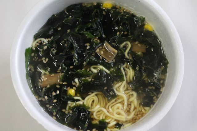 So much wakame seaweed you can't even see the noodles!
