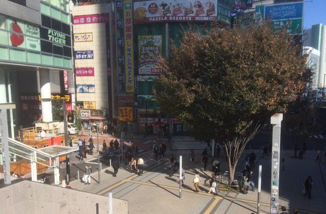 Flags正面「新宿站東南口廣場」